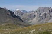 Vue sur le Dôme (4000 m) et la Barre (4100 m) des Ecrins depuis le col des Muandes